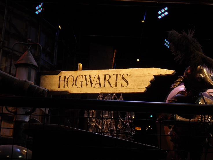 Harry-Potter-Studio-Tour-London-Hogwarts-direction-sign