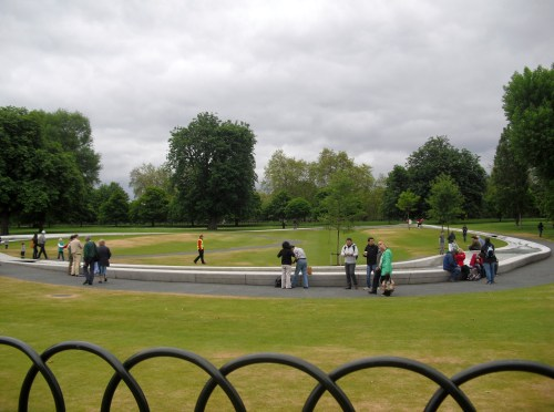 London_Hyde_Park_Princess_Di_memorial_fountain3