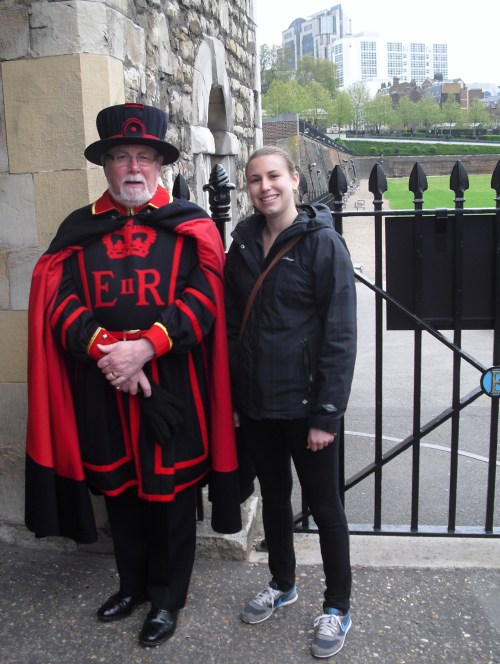 Tower_of_London_me_Yeomen_warder_beefeater