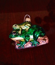 animals-frogs-ornament-christmas-holiday-traditions
