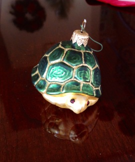 animals-turtle-ornament-christmas-holiday-traditions