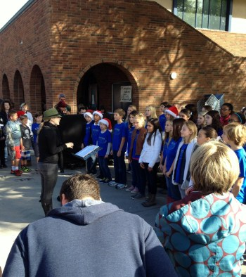 Elementary School choir artisans-alley-san-diego-2013-holiday-market4