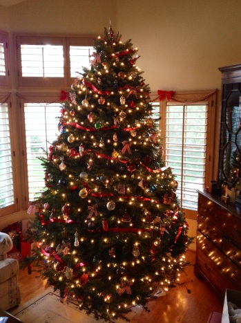 decorated-christmas-tree-holiday-traditions2