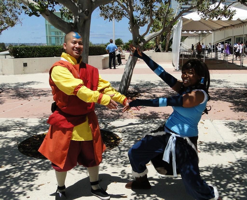 Aang Korra sdcc-2015-avatar-atla-lok-cosplay-meetup-aang-korra-goofy